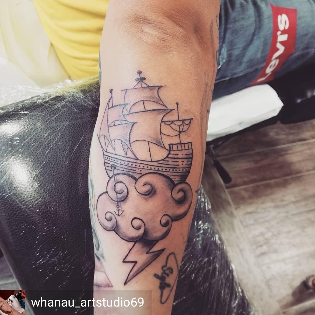 veliero tattoo stilizzato