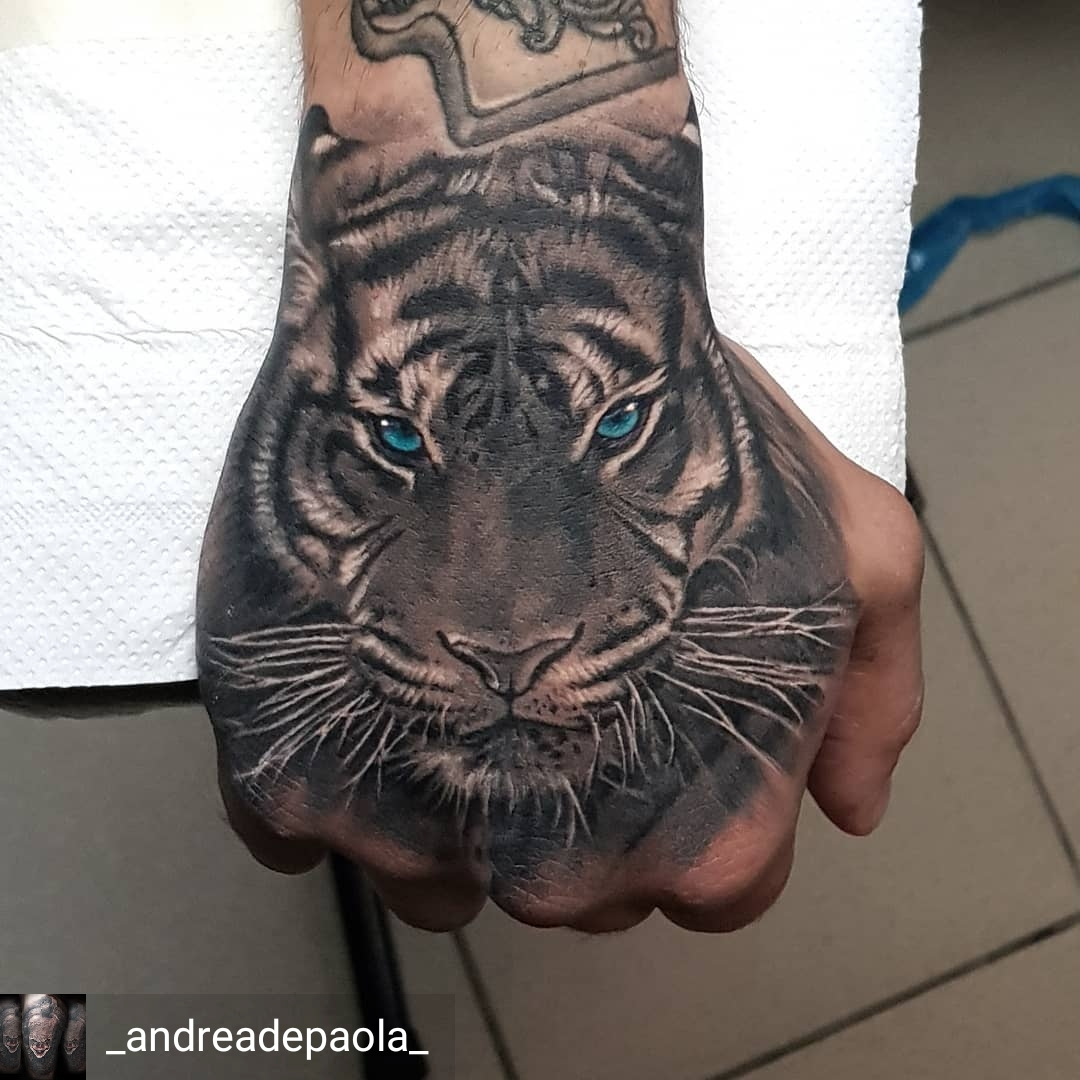 tigre tattoo mano