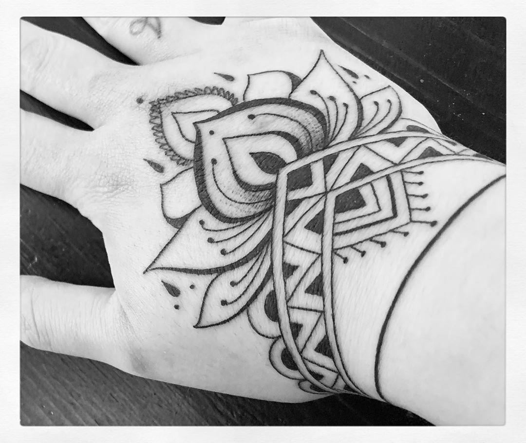 Fiore di loto tatuaggio